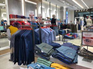 Álvaro Moreno store inside