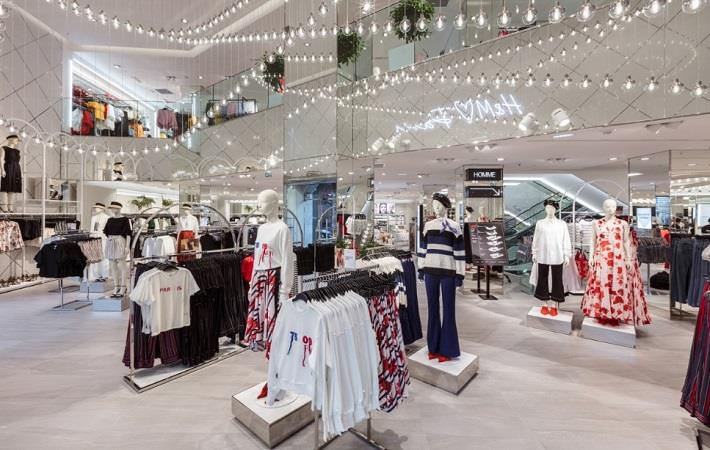 h&m store inside